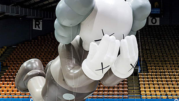 kaws-companion-macys-thanksgiving-day-parade-00
