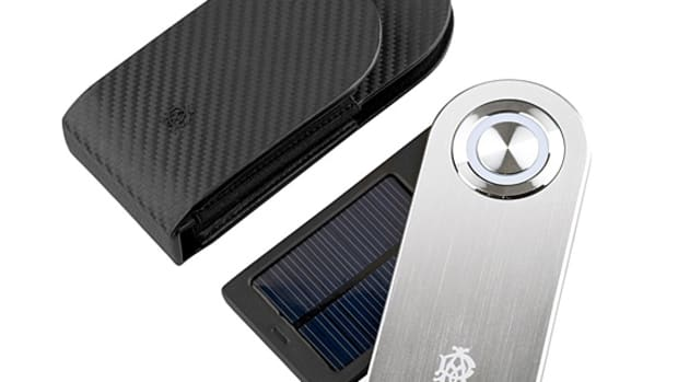dunhill-solar-charger-01