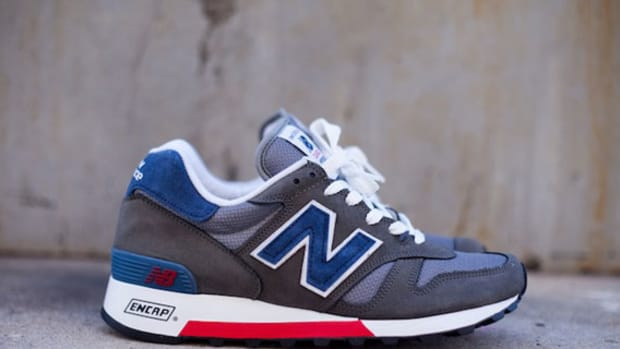 new-balance-made-in-usa-m1300er-grey-blue-red-04