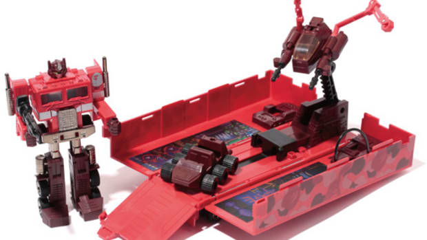 bape-transformers-optimus-prime-2013-special-edition-feature-01