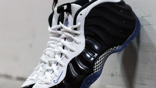 nike-air-foamposite-one-black-white-concord-314996-005-00