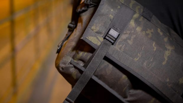 mission-workshop-black-camo-series-limited-edition-messenger-bag-01