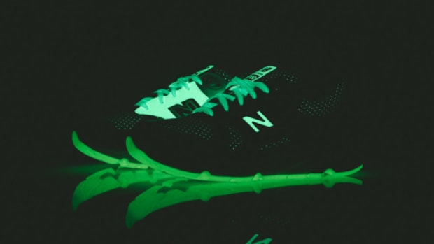 barneys-new-york-new-balance-cm1700-glow-in-the-dark-09
