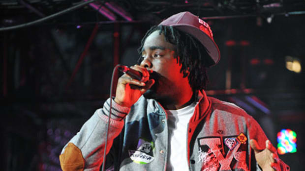 mtv-video-music-award-2009-wale-10-deep-02