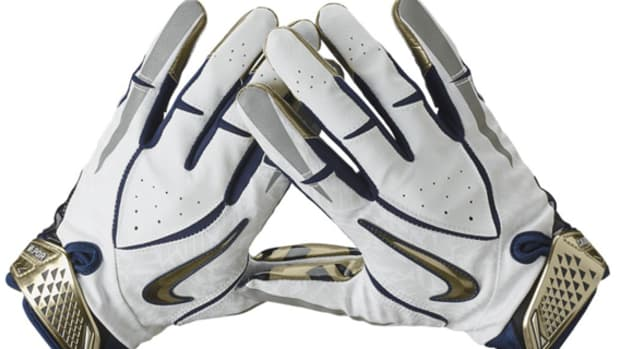 Nike-College-Rivalry-Vapor-Jet-Football-Gloves-04