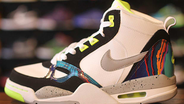 nike-flight-13-mid-air-tech-challenge-579961-104-01