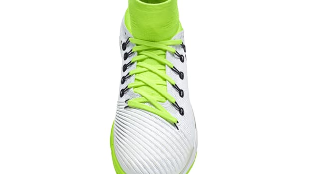 NikeCourt_Air_Zoom_Ultrafly_rotating_h.gif