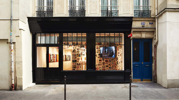 supreme-paris-store-announcement-00.jpg