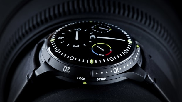 ressence-type-5BB-all-black-dive-watch-00.jpg