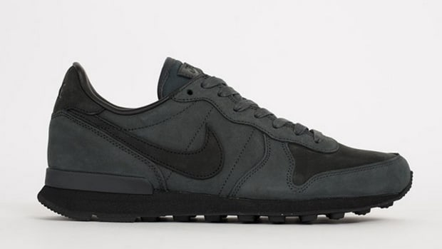 nike-internationalist-lx-anthracite-1