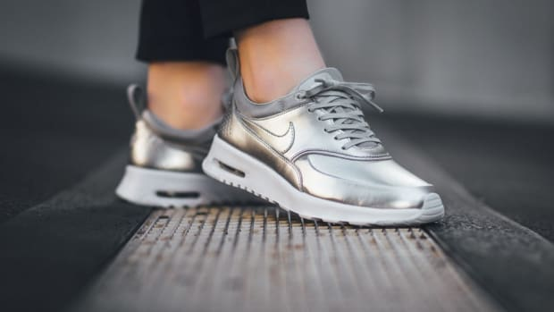 the-nike-air-max-thea-premium-pops-in-pure-platinum-0