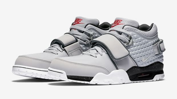 nike-air-trainer-cruz-wolf-grey-1