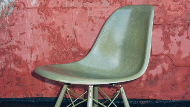 undefeated-modernica-fiberglass-shell-chair-00