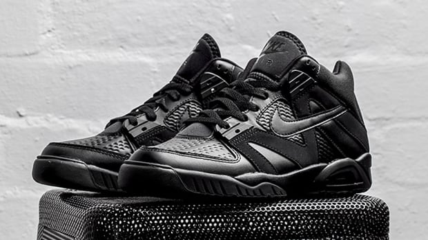 nike-air-tech-challenge-3-triple-black-00