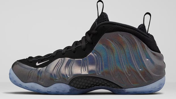 nike-air-foamposite-one-hologram-00