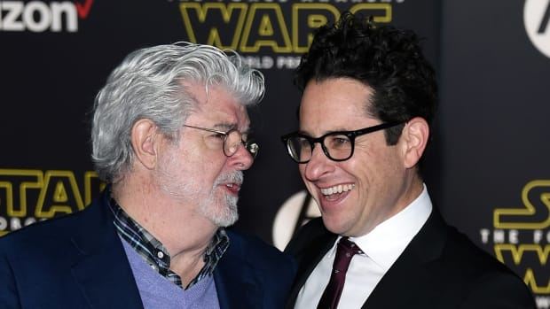 star-wars-the-force-awakens-crushes-all-opening-weekend-records-0