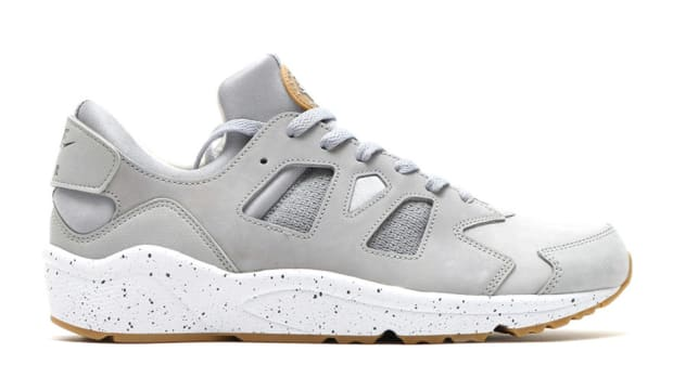 nike-air-huarache-international-wolf-grey-00