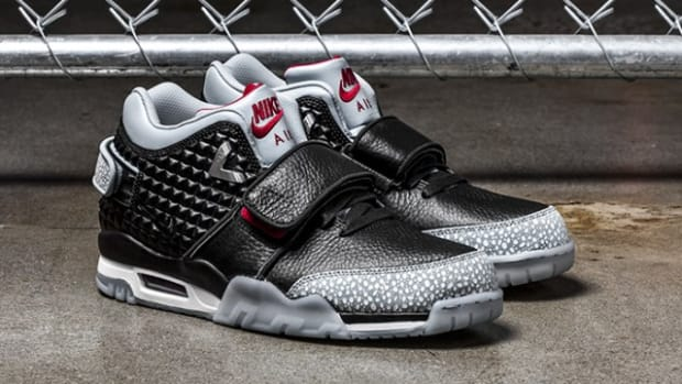 nike-air-trainer-cruz-black-silver-wing-00