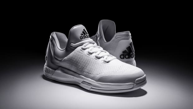 adidas-triple-white-crazylight-boost-00