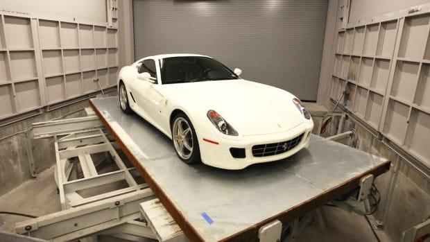 robovault-high-tech-storage-for-supercars