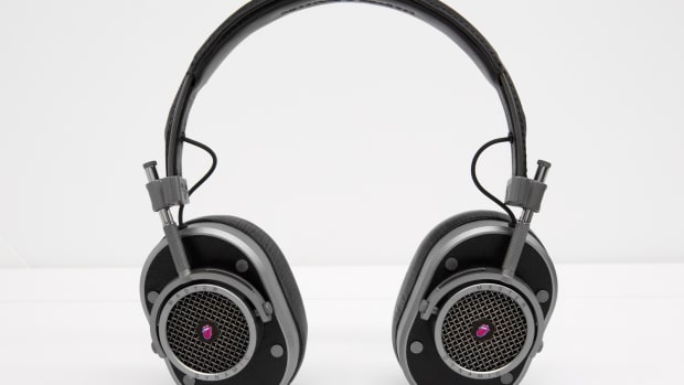 rolling-stones-master-and-dynamic-mh40-headphones-00.jpg