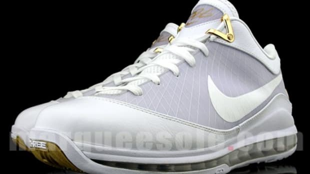 nike-air-max-lebron-vii-low-white-gold-1
