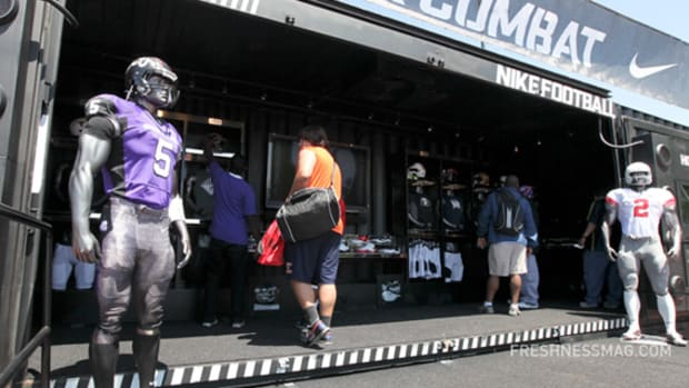 nike-football-transformer-mobile-retail-25