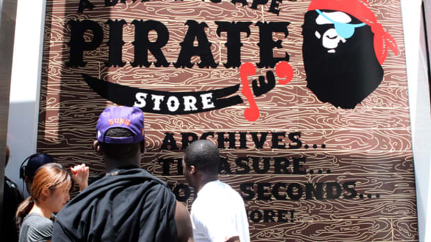 a-bathing-ape-ny-pirate-store-02