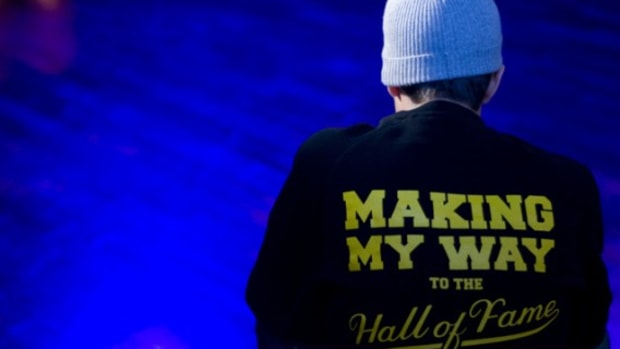 maestro-knows-x-hall-of-fame-sweatshirt-4