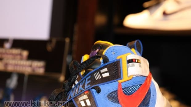 nike-basketball-x-transformers-ii-pack-sharkalaid-10