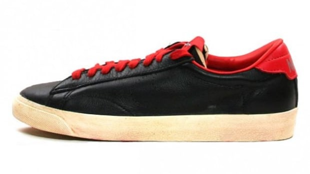 nike-tennis-classic-vntg-black-challenge-red-1