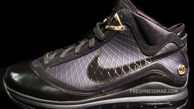 air-max-lebron-vii-black-gold-01