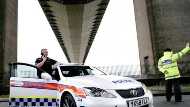 lexus-is-force-humberside-police-cruiser-05