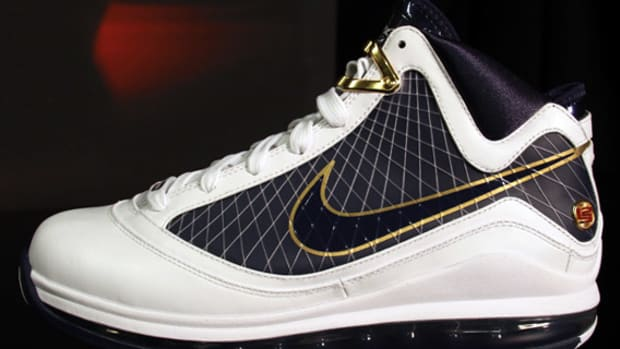 air-max-lebron-vii-white-navy-gold-01
