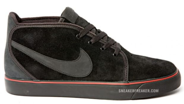nike-sportswear-air-zoom-toki-black-red-qs-1