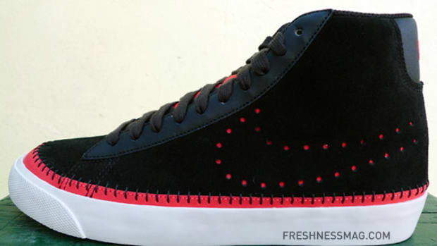 nike-blazer-black-red-holiday-09-01