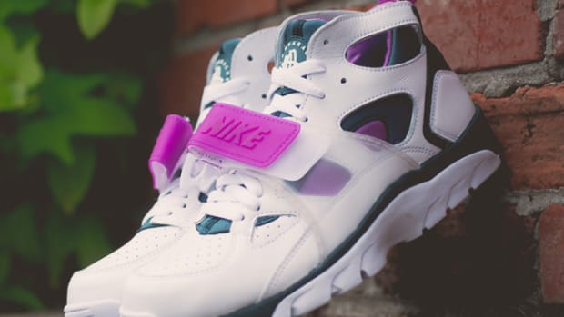 nike-air-trainer-huarache-premium-647591-100-00