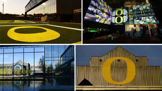 university-of-oregon-ducks-football-performance-center-zgf-architects-firm-151-00a