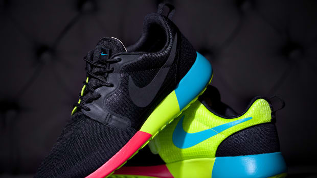 nike-roshe-run-hyperfuse-642233-001-black-rainbow-00