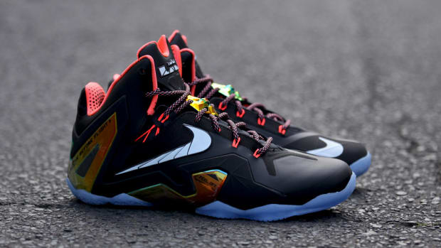 nike-lebron-11-elite-gold-642846-002-00