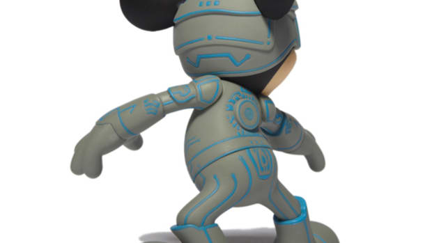 disney-medicom-toy-tron-mickey-mouse-vcd-03