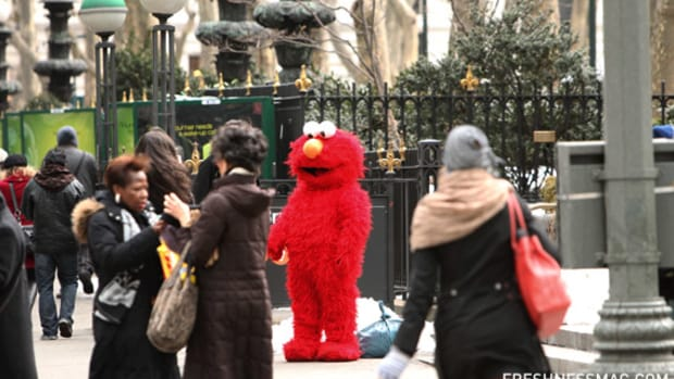 mercedes-benz-fashion-week-ny-elmo-01