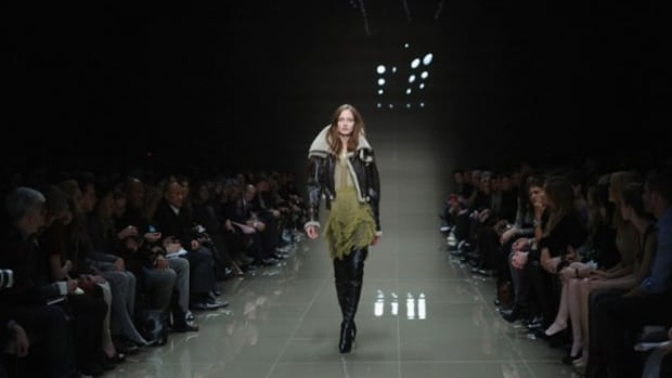 burberry-fw10-3d-fashion-show-4