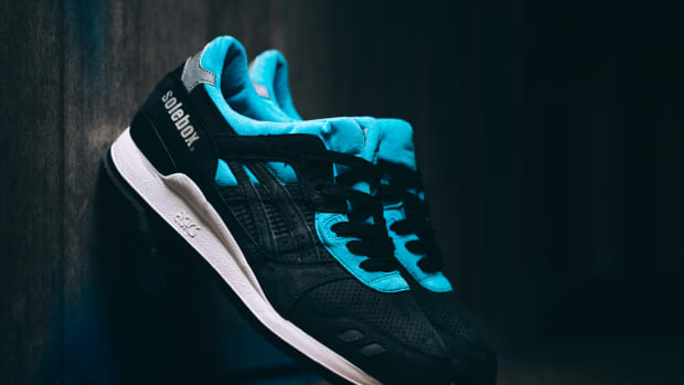 solebox-asics-gel-lyte-iii-blue-carpenter-bee-00.jpg