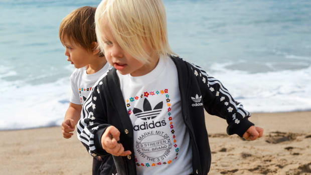 adidas-originals-by-pharrell-williams-offer-pink-beach-kids-.jpg