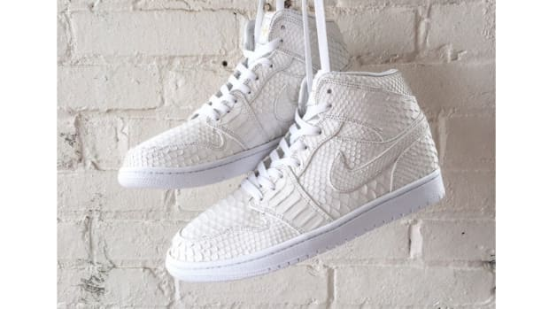 air-jordan-1-white-python-skin-jbf-customs-1.jpg