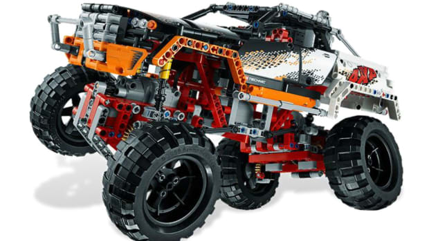 the-motorized-lego-technic-4x4-crawler-0.JPG