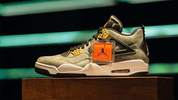 air-jordan-4-trophy-room-exclusive-01.jpg