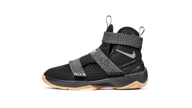 nike-lebron-soldier-10-flyease-00