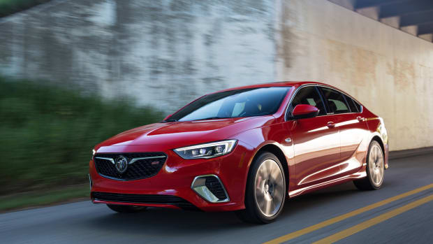 2018-buick-regal-gs-00